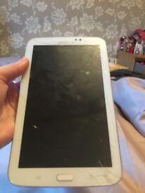 White Samsung tab 3