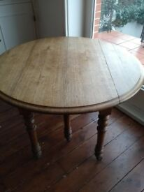 Antique French extendable oak dining table