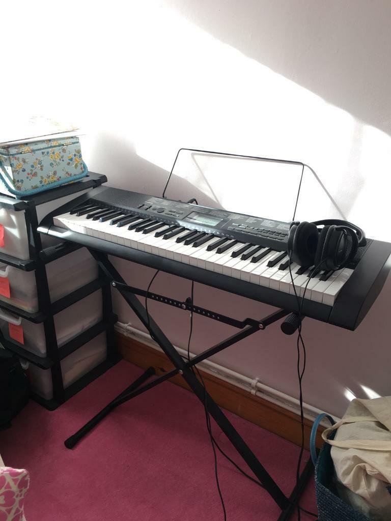 Casio CTK-1150 keyboard with Stand and Headphones