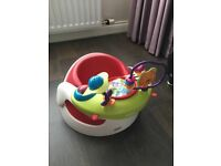 Baby snug seat with tray