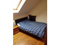 Bright room in a friendly social flat in Marchmont, available now £380mo and £85mo