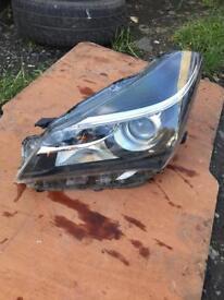 2015 Toyota Yaris passenger headlight FREE POSTAGE