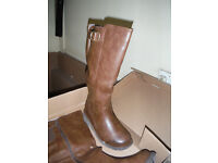 womens knee lenght boots size 5