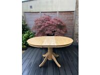 Beach round extendable table