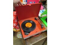 Vintage 1960s portable Fidelity record player, fab sound, fully working.