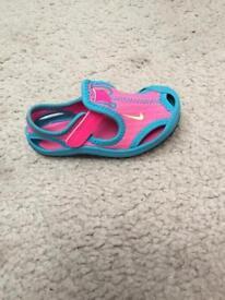 Nike Beach / pool shoes kids size 7