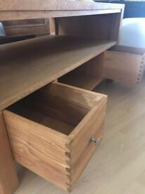 Solid Oak TV Stand/2 Shelves/2 Drawers