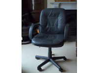 Black leather swivel armed office chair with adjustable seat height