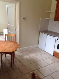 3 double bedroom apartment between Parsons Green and Fulham. Earls Court and Brompton accesible