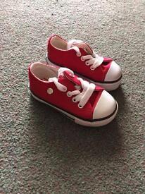 Boys Dunlop canvas pumps infant size 4