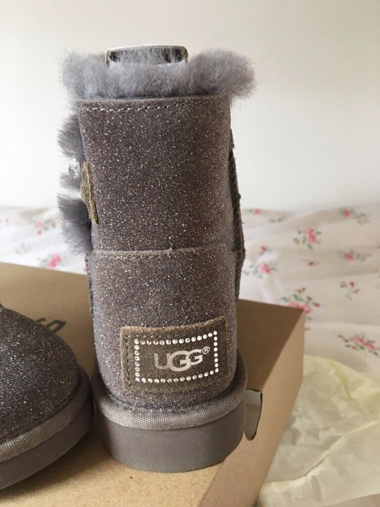 GENUINE UGG BOOTS BRAND NEW, SELLING DUE TO BUYING THE WRONG SIZE   in Southside, Glasgow   Gumtree