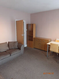 Large 2 doube bedroom flat to rent, Pembroke Road, Seven Sisters N15 - quiet and very close to tube