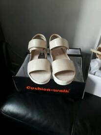 3 × Brand new sandals size 4
