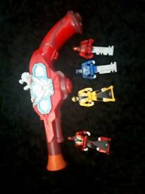Power rangers run with 4 keys