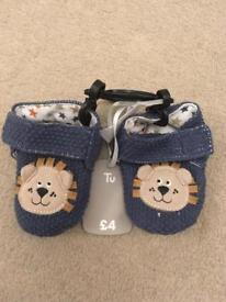 6-9 months lion crib shoes brand new