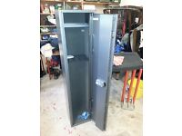 Warmflow 4 Gun Cabinet - Excellent Condition