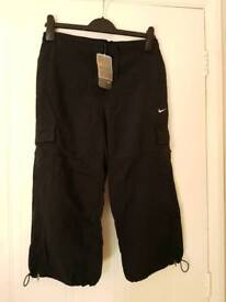 Brand New Genuine Nike Ladies Cropped Black Sports Trousers - Size Medium