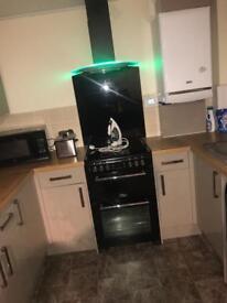 Electric cooker/splashback/extractor fan