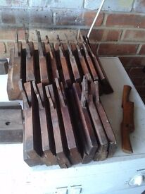 17 MIXED OLD MOULDING PLANES.