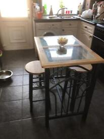 Breakfast bar with two Stools