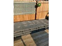 Wooden pallet furniture bench platform