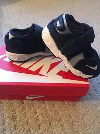 Boys navy Nike rifts infant size uk 4.5