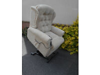 Celebrity Petite Riser Recliner Chair