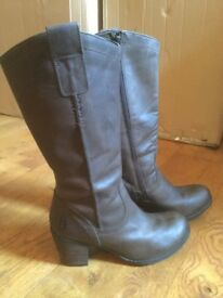 Ladies Brown Leather Boots Size 7