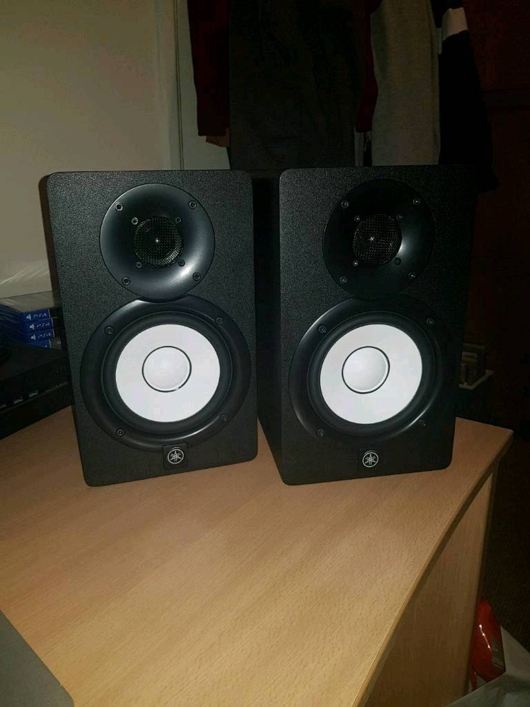 yamaha hs5 active studio monitors pair with stands in plymouth devon gumtree. Black Bedroom Furniture Sets. Home Design Ideas