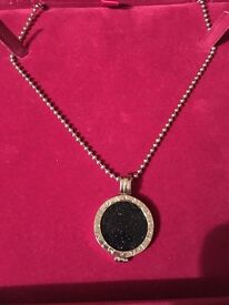 Mi moneda pendant with coin and 18 inch chain