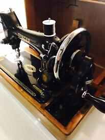 Vintage hand cranked singer sewing machine fully working