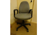 Office chair in acceptable condition, height mechanism is broken but still a good sitting chair