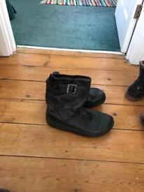 Flip flop boots