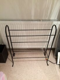 Iron black towel stand