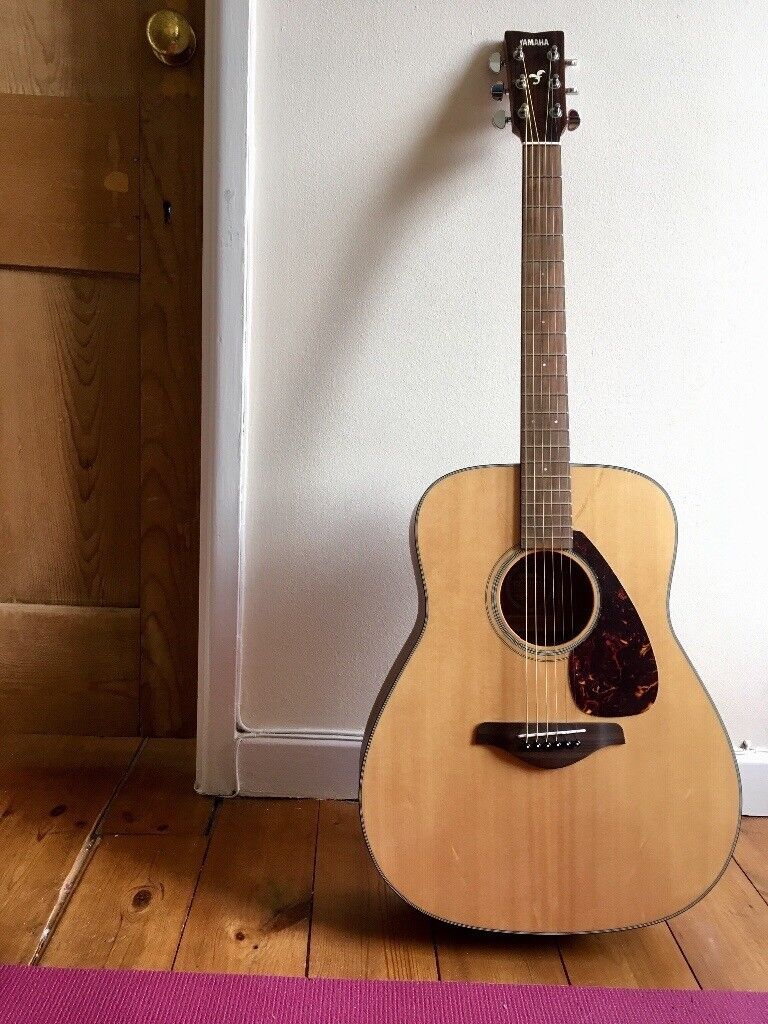 Yamaha Guitar FG700MS Solid Top Played only a few times. Anti-rust strings FS50BT With soft case.
