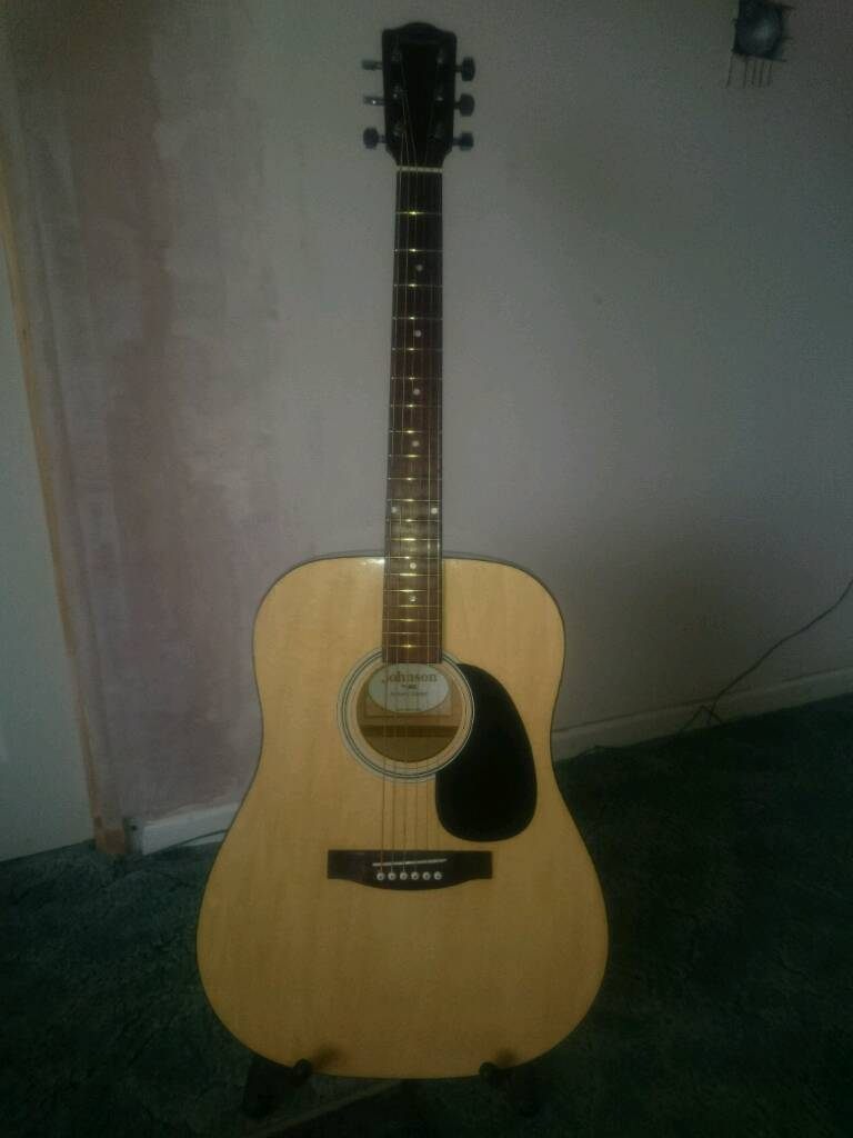 Acoustic Guitar. Ideal for beginners.