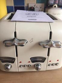 Delongi kettle and toaster