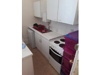 Studio flat to rent. Torquay. £360 pcm (!) to include water and heating. Off road car park.
