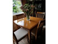 Dining table (extending)& 4 chairs