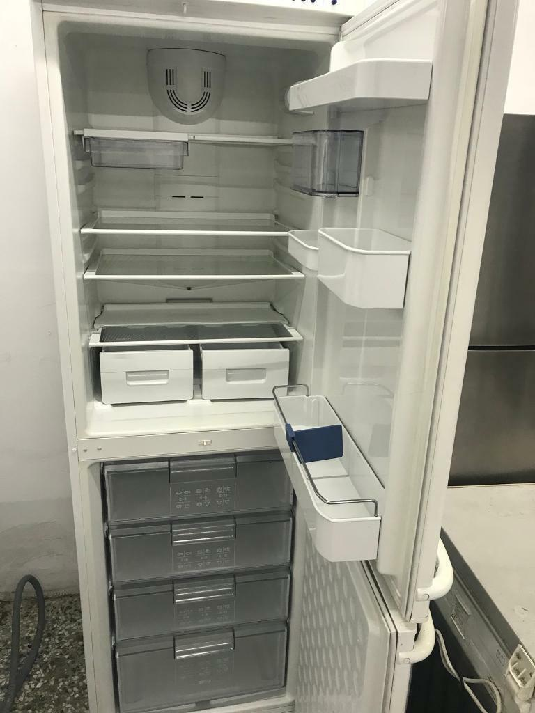 Bosch fridge freezer frost free 4 month warranty free delivery thanks 🙏