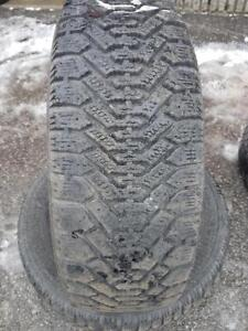 2 PNEUS HIVER - GOODYEAR 215 60 16 - 2 WINTER TIRES
