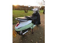 Retro scooter - Peugeot Django in cream / green