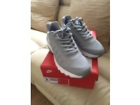 Nike Air Max Invigor size 9