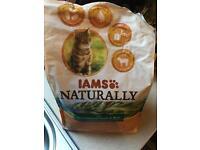 Iams adult Cat Food, Lamb & Rice. 2.4kg.