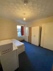 BEAUTIFUL LARGE DOUBLE ROOM AVAILABLE FOR RENT IN HOUNSLOW
