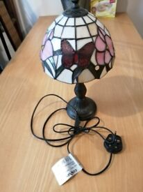 CUTE TIFFANY BUTTERFLY GLASS TABLE LAMP
