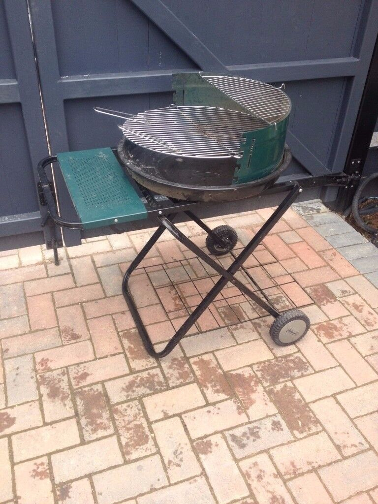Folding barbeque with two tiers