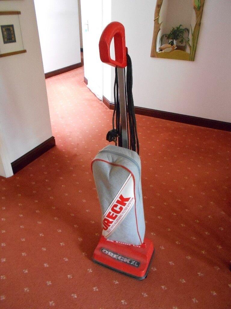 Orek Vacuum Cleaner in red