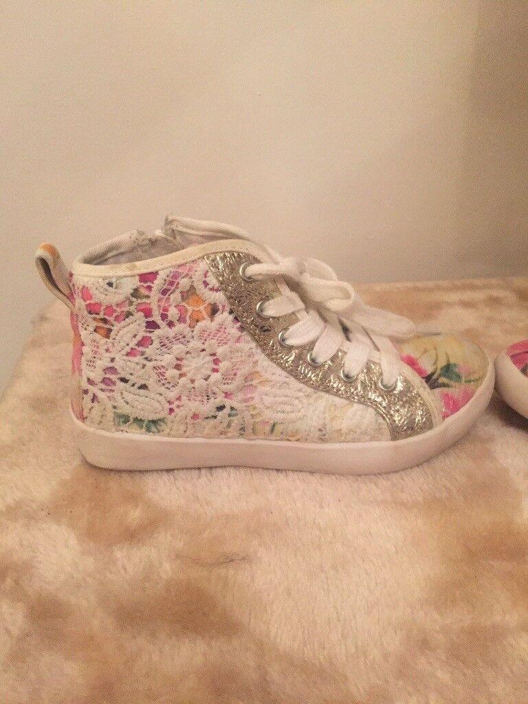 Gorgeous lelli Kelly shoes size 26 junior
