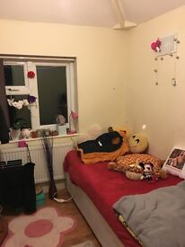 Large single room available in a shared house near Oxford University Hospitals